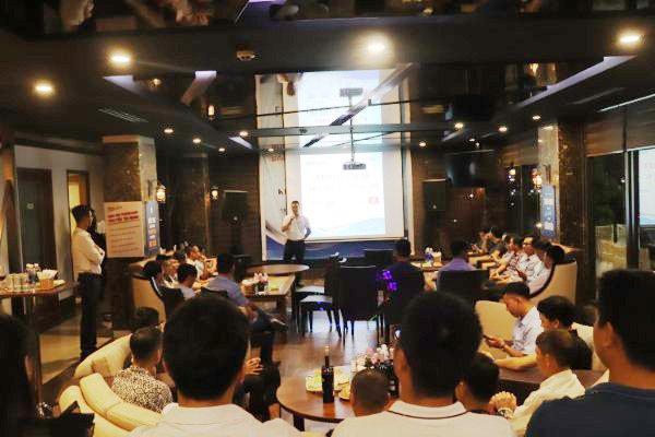 Mr Thành - GĐ Kinh doanh Friendship miền Bắc và Miền Trung phát biểu tại buổi giao lưu