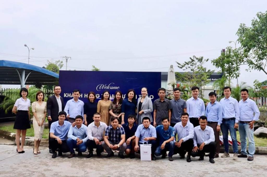 Đại diện các ngành hàng Friendship chụp ảnh lưu niệm cùng Đại Phát và đại diện các đại lý Ninh Bình