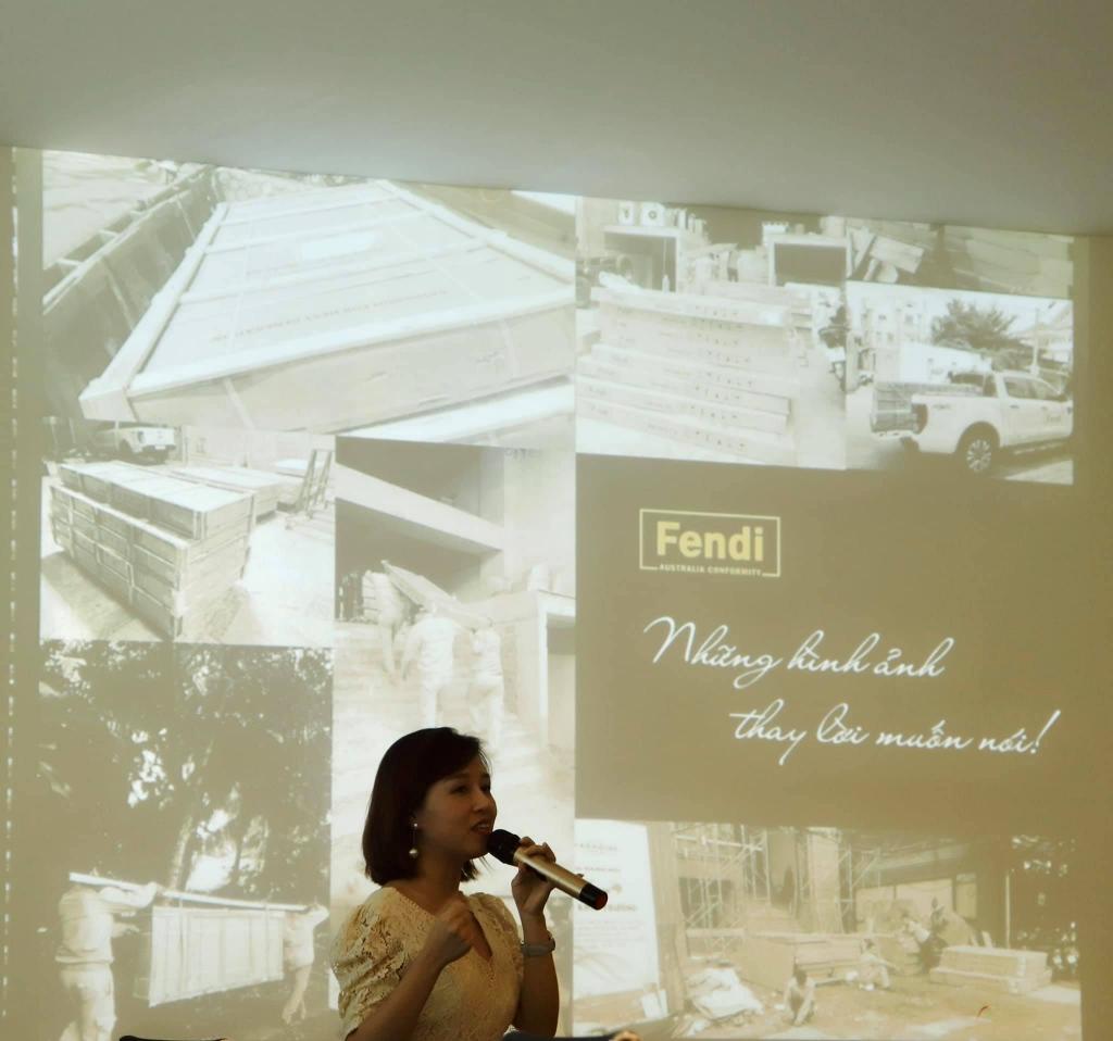 Ms Mai Anh - Đại diện ngành hàng phòng tắm kính thế hệ mới Fendi phát biểu tại hội thảo