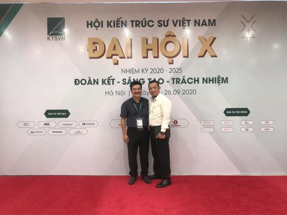 ông Ngô Quang Nam - TGĐ Công ty Friendship cùng chụp ảnh lưu niệm tại Đại hội đại biểu toàn quốc Hội Kiến trúc sư Việt Nam lần thứ X nhiệm kỳ 2020 – 2025.