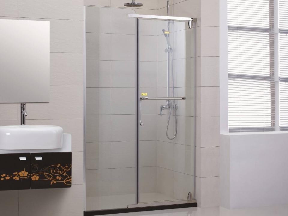 Phòng tắm kính thẳng góc được rất nhiều gia chủ lựa chọn