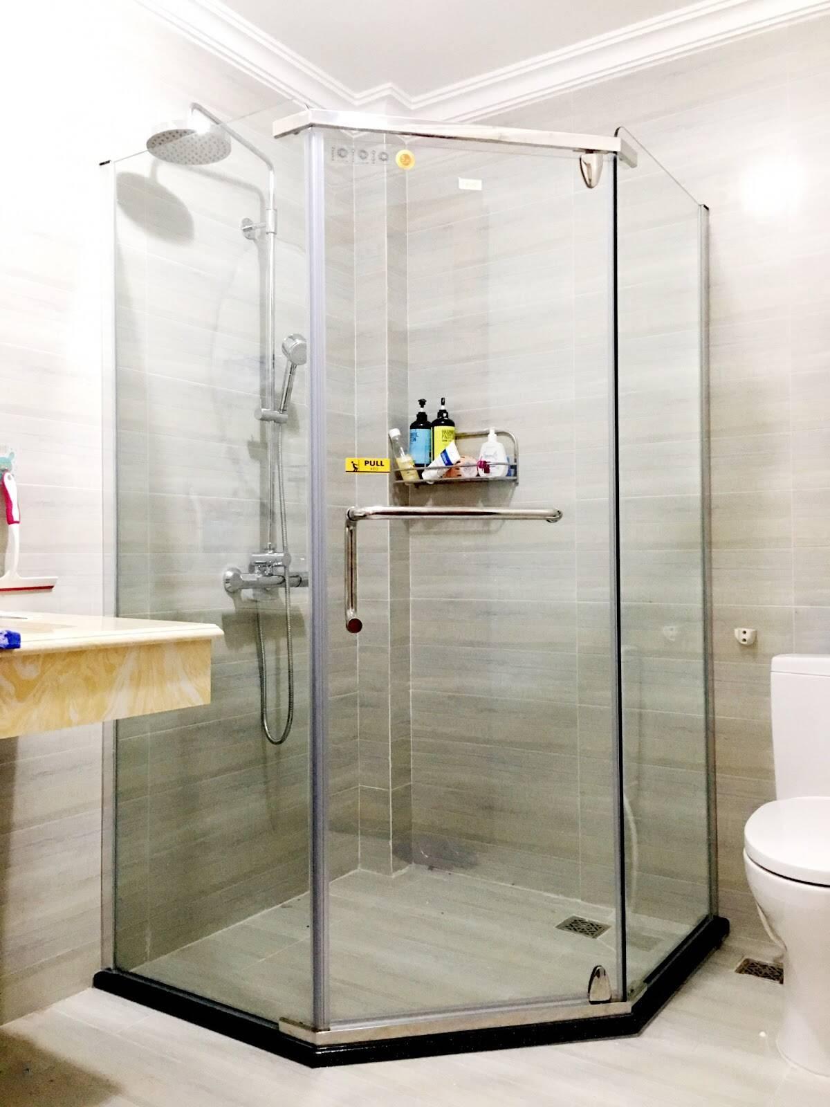 Nên chọn độ dày kính cường lực phù hợp để áp dụng vào lắp đặt phòng tắm kính cho nhà ở dân dụng